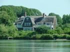Maison unifamiliale for  rentals at A Hampton Classic  Southampton, New York 11968 États-Unis