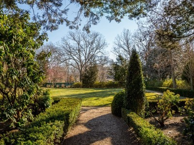 Terrain for sales at Exceptional Lot with French Gardens   East Hampton, New York 11937 États-Unis