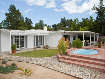 Vivienda unifamiliar for sales at Immaculate Canyon View Home 3141 Hodler Dr Topanga, California 90290 Estados Unidos