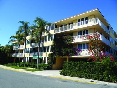 Condomínio for sales at Palm Beach Atlantic Condo 223 Atlantic Ave Apt 4f Palm Beach, Florida 33480 Estados Unidos