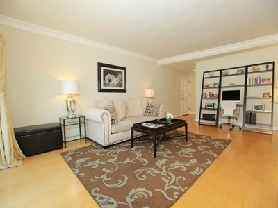 Condominio for sales at Luxury Westside Living 11646 Chenault Street #26 Los Angeles, California 90049 Stati Uniti
