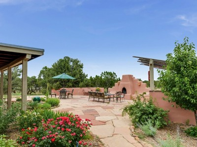 Nhà ở một gia đình for sales at 123 Monte Rey Drive North   Los Alamos, New Mexico 87544 Hoa Kỳ