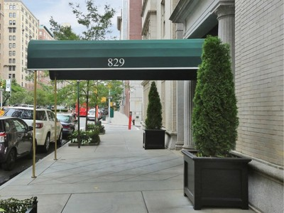 Co-op for sales at Perfect Park Avenue Pied A Terre    New York, New York 10021 United States