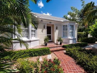 Einfamilienhaus for sales at Charming Bungalow on Seaview Avenue 417 Seaview Ave Palm Beach, Florida 33480 Vereinigte Staaten