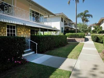 Eigentumswohnung for sales at Villa Constance South 22 West Constance Avenue, Unit 1 Santa Barbara, Kalifornien 93105 Vereinigte Staaten