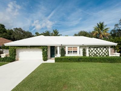 Nhà ở một gia đình for sales at Stunning Palm Beach Gardens Home 2433 Laurel Ln West Palm Beach, Florida 33410 Hoa Kỳ