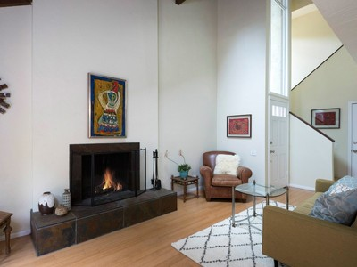 共管式独立产权公寓 for sales at Downtown Living 1219 North Nopal Street, Unit A Santa Barbara, 加利福尼亚州 93103 美国