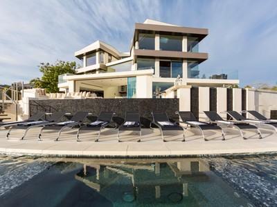 Casa Unifamiliar for sales at The Ultimate Trophy View Estate 9380 Sierra Mar Drive   Los Angeles, California 90069 Estados Unidos