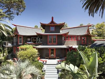 Einfamilienhaus for sales at The Pagoda House 707 East Valerio Street Santa Barbara, Kalifornien 93101 Vereinigte Staaten