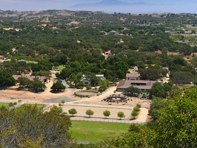 Farm / Ranch / Plantation for sales at One-of-a-kind Equestrian Paradise 41955 Calle Corriente Murrieta, 캘리포니아 92562 미국