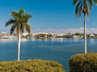 Copropriété for sales at Rapallo North - Lovely Waterfront Condo 1701 S Flagler Dr Apt 302 West Palm Beach, Florida 33401 États-Unis