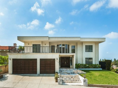 Maison unifamiliale for sales at 5276 Los Franciscos Way  Los Angeles, Californie 90027 États-Unis