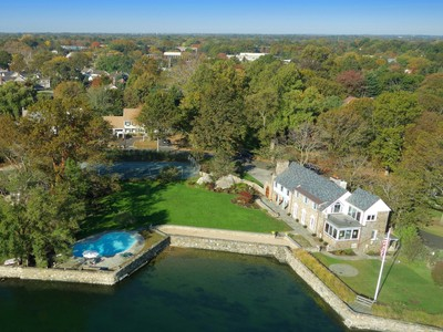 Vivienda unifamiliar for sales at 1 Acre Waterfront 216 Davenport Drive  Stamford, Connecticut 06902 Estados Unidos