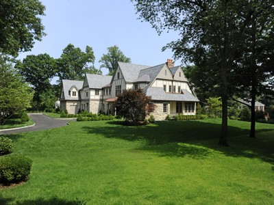 Einfamilienhaus for sales at New English Classic 1 Deer Lane   Greenwich, Connecticut 06830 Vereinigte Staaten