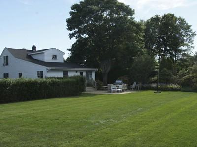 Villa for sales at Perfect Village Home, Perfect Location  Southampton, New York 11968 Stati Uniti