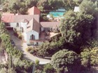 Casa Unifamiliar for  rentals at Celebrity Estate For Lease 2243 East Live Oak Drive Los Angeles, California 90069 Estados Unidos