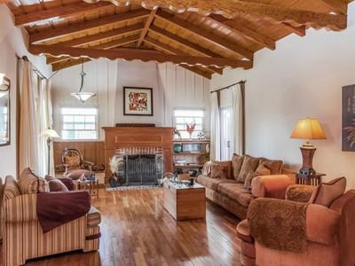 Частный односемейный дом for sales at Distinctive Indoor/Outdoor Living 1778 Alvira Street Los Angeles, Калифорния 90035 Соединенные Штаты