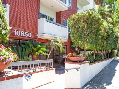 Condominio for sales at 10650 Kinnard Ave #106 10650 Kinnard Ave Apt 106 Los Angeles, California 90024 Stati Uniti