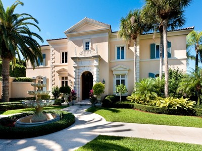 Maison unifamiliale for sales at Unique Lakefront Mediterranean Villa   Palm Beach, Florida 33480 États-Unis