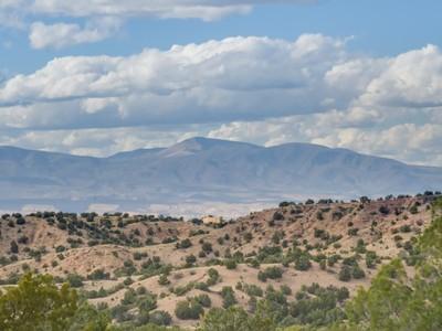 Land for sales at 82 Paseo de la Tierra, Tract A    Santa Fe, New Mexico 87506 United States