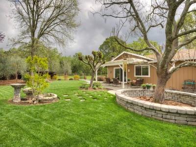 Maison unifamiliale for sales at Coveted Glen Ellen Location 12245 Adine Court Glen Ellen, Californie 95442 États-Unis