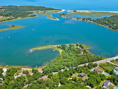 Einfamilienhaus for sales at Private Waterfront Peninsula 289 309 311 Noyac Road Southampton, New York 11968 Vereinigte Staaten