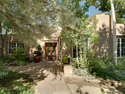 Einfamilienhaus for sales at Canyon Road Canyon Rd Santa Fe, New Mexico 87501 Vereinigte Staaten