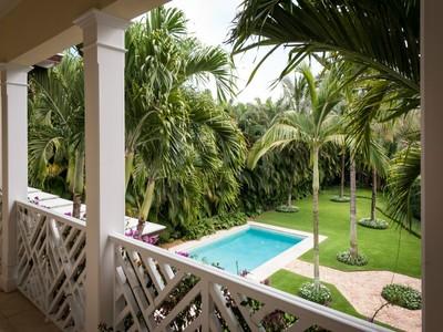 Частный односемейный дом for sales at Tropical Island Retreat on Via Linda 201 Via Linda Palm Beach, Флорида 33480 Соединенные Штаты