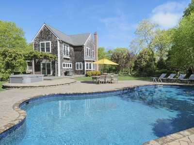 Maison unifamiliale for sales at Picture Perfect Post Modern 20 Spinnaker Way  Southampton, New York 11968 États-Unis