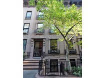 Moradia for sales at 443 East 87th Street Townhouse    New York, Nova York 10128 Estados Unidos