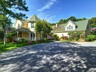 Villa for sales at Special Retreat with Pool and Tennis  East Hampton, New York 11937 Stati Uniti