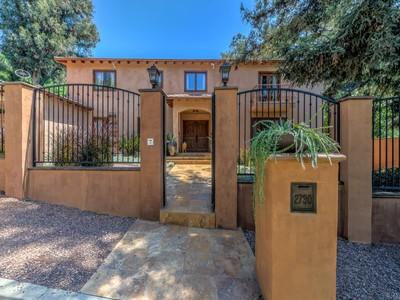 Einfamilienhaus for sales at Renovated Spanish Mediterranean 2730 Outpost Drive Los Angeles, Kalifornien 90068 Vereinigte Staaten