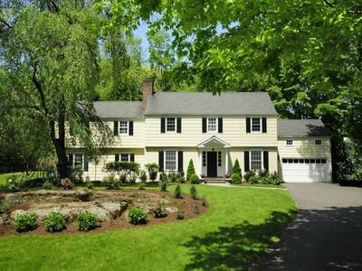 Maison unifamiliale for sales at Timeless Classic Colonial  Greenwich, Connecticut 06830 États-Unis