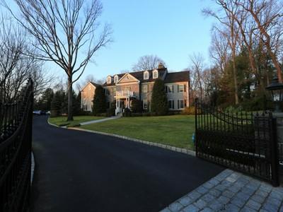 Nhà ở một gia đình for sales at Mid-Country Splendor 32 Orchard Hill Lane Greenwich, Connecticut 06831 Hoa Kỳ