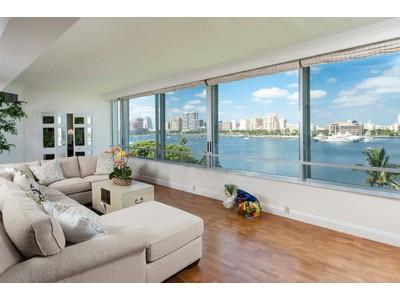 Eigentumswohnung for sales at Expansive Direct Waterfront 44 Cocoanut Row # 520b Palm Beach, Florida 33480 Vereinigte Staaten