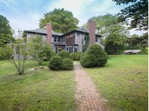 Casa para uma família for sales at Stylish Old World Shingled Cottage    East Hampton, Nova York 11937 Estados Unidos