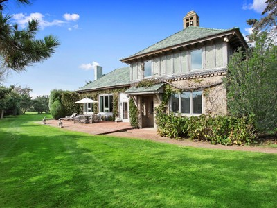 Villa for sales at Gin Lane Oceanfront, First Time Offering    Southampton, New York 11968 Stati Uniti