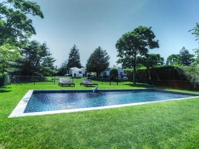 Casa para uma família for sales at Sweet Temptation- Reduced  Bridgehampton, Nova York 11963 Estados Unidos