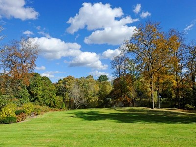 Land for sales at Location Is Everything 0 Meadowcroft Lane Greenwich, Connecticut 06830 Vereinigte Staaten