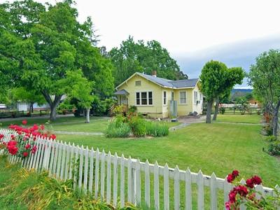 Maison unifamiliale for sales at Vintage Country Fixer 19125 Orange Avenue Sonoma, Californie 95476 États-Unis