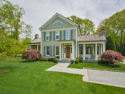 Einfamilienhaus for sales at Private Mid-Country Classic 11 Stillman Lane Greenwich, Connecticut 06831 Vereinigte Staaten