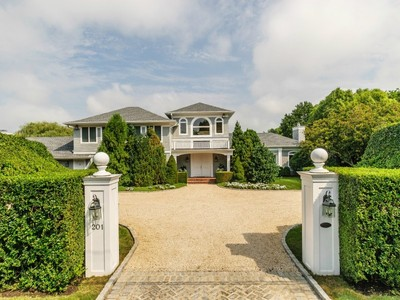 Einfamilienhaus for sales at High Hedges - Southampton Village 201 Wickapogue Road Southampton, New York 11968 Vereinigte Staaten