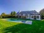 Maison unifamiliale for  sales at Exceptional New Estate, Horse Farm Views    Bridgehampton, New York 11932 États-Unis