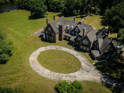 Einfamilienhaus for sales at Tudor 304 Bayville Rd Lattingtown, New York 11560 Vereinigte Staaten