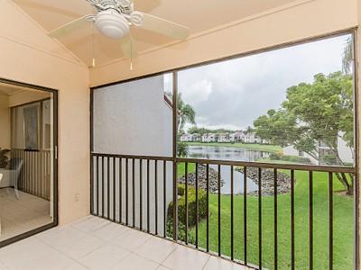 共管式独立产权公寓 for sales at BEACHWALK-BEACHWALK GARDENS 589  Beachwalk Cir 203 Naples, 佛罗里达州 34108 美国