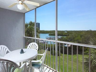Nhà chung cư for sales at WIGGINS BAY - PRINCETON PLACE 300  Horse Creek Dr 306 Naples, Florida 34110 Hoa Kỳ