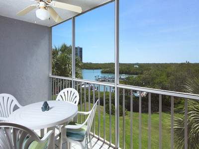 Condo / Townhome / Villa for sales at 300 Horse Creek Dr 306  Naples, Florida 34110 United States