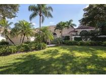 Maison unifamiliale for sales at WYNDEMERE 817  Wyndemere Way   Naples, Florida 34105 États-Unis