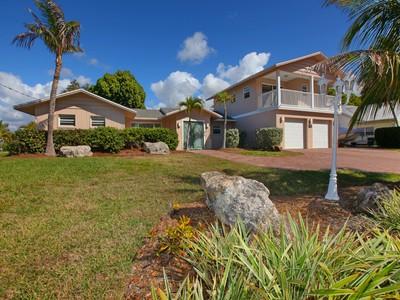 Vivienda unifamiliar for sales at SORRENTO SHORES 424  Sorrento Dr Osprey, Florida 34229 Estados Unidos