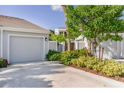 Maison de ville for sales at FOREST LAKES - WOODSHIRE 219  Woodshire Ln  Naples, Florida 34105 États-Unis